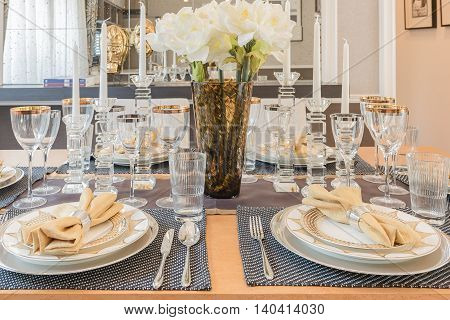 Luxury Dinning Room Design With Table Set