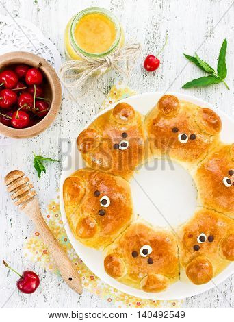 Bear buns. Ridiculously adorable pull-apart bear shaped milk bread rolls. Cute and kawaii Japanese style food art. Creative idea for food art for kids top view