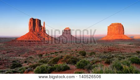 Monument Valley Sunset. Arizona - Utah, USA