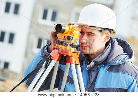 Surveyor workier with level