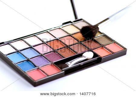 Set Of Eyeshadows With Brush