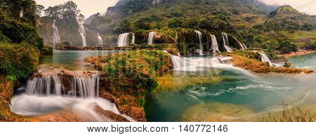 Ban Gioc waterfall is located in the border of Vietnam - China