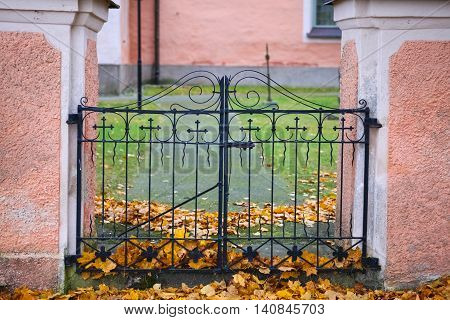 The iron gate entryway to a Swedish church yard.