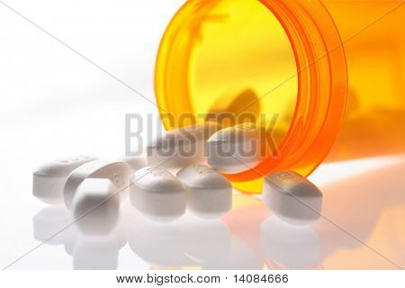 Pills Spilling aus Pille Flasche