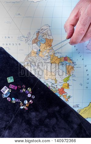 Customer and seller negotiate the purchase of a batch of precious stones calculating the current value