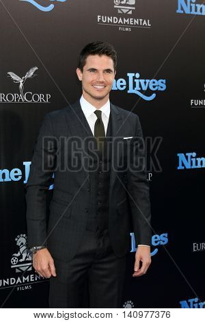 LOS ANGELES - AUG 1:  Robbie Amell at the
