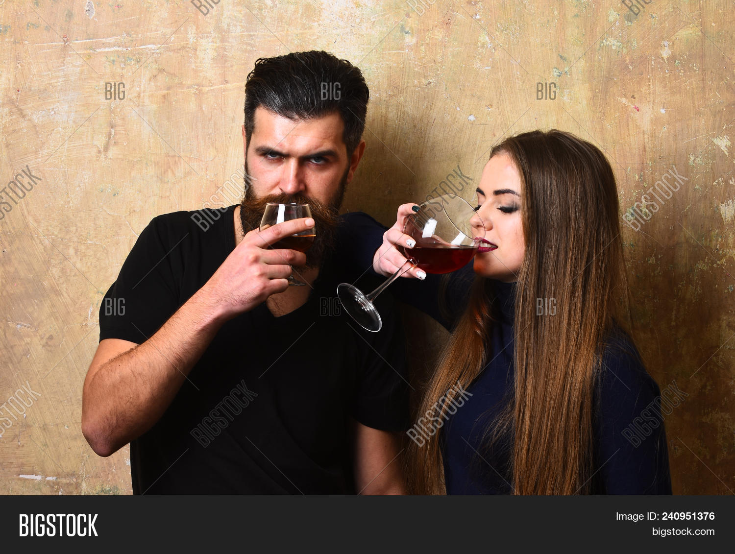 Dating Cognac One Woman)
