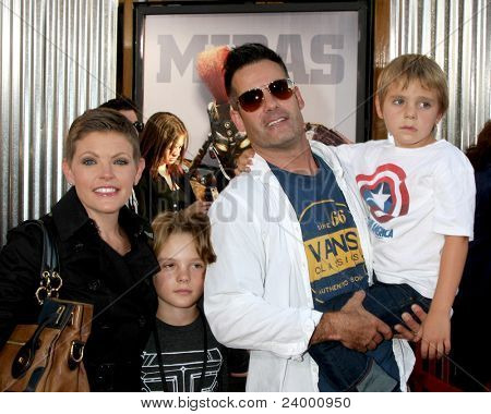 LOS ANGELES - OCT 2:  Natalie Maines, Adrian Pasdar arriving at the