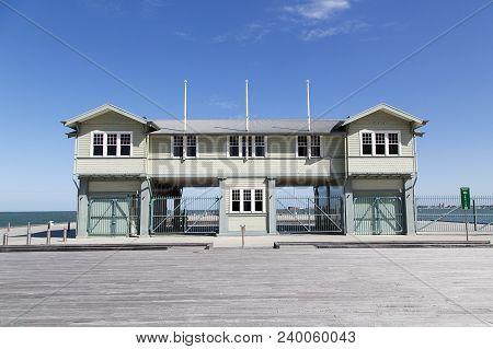 Melbourne, Australia: March 21, 2018: Princes Pier Gatehouse Was Built Between 1912 And 1915 As A Se