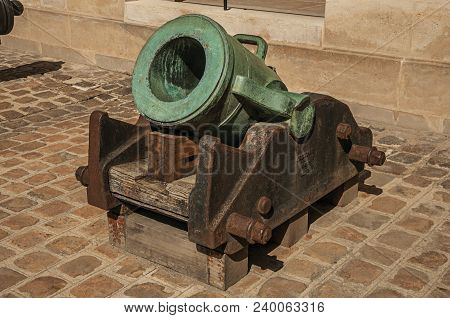 Paris, France - July 07, 2017. Close-up Of Old Bronze Cannon In The Inner Courtyard Of The Les Inval