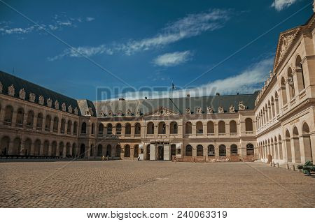 Paris, France - July 07, 2017. View Of The Inner Courtyard Of The Les Invalides Palace With Old Cann
