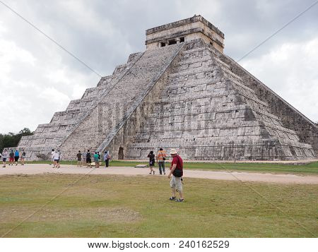 Chichen Itza, Mexico North America On February 2018: Great Ancient Pyramid And Tourists In Mayan Tow