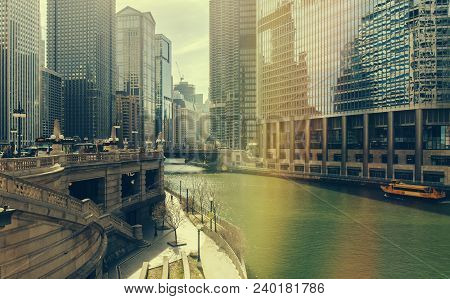 Chicago, Illinois, Usa - July 19, 2016: Chicago Skyscrapers, Watertaxi And Wendell Sightseeing Boat