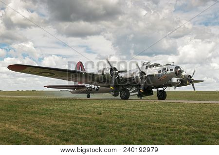 Eden Prairie, Mn - July 16 2016: B-17g Bomber Yankee Lady Starts Up Engines For Takeoff At Air Show.