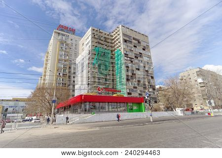 Nizhny Novgorod, Russia. - April 27.2018. Hasty Repairs And Painting Of The Facades Of Buildings Nea