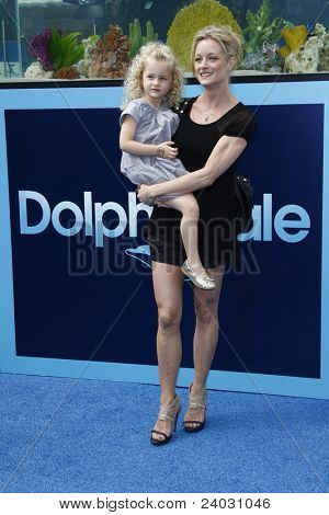 LOS ANGELES - SEP 17: Teri Polo; daughter Bayley Polo at the Warner Bros.' World Premiere of 'Dolphin Tale' at The Village Theater on September 17, 2011 in Los Angeles, California