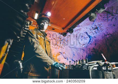 Miner Underground Mining Gold Deep Tunnel Man