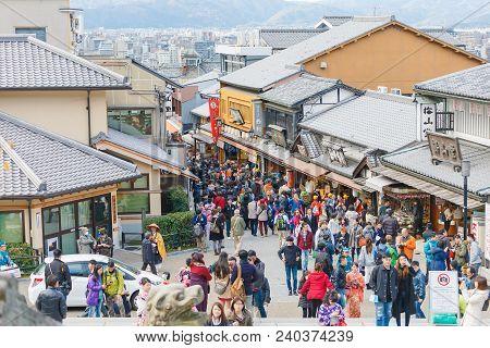 Kyoto, Japan - November 25, 2016 People At Kiyomizu, Kyoto, Japan. Attracting A Large Number Of Visi