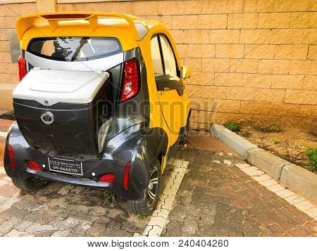 Rishon Le Zion, Israel -april 24, 2018: Mini Compact Electric Car Parked On The Street In Rishon Le