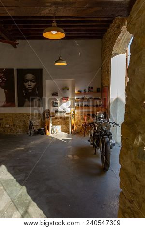 Larnaca, Cyprus - April 29, 2018: Atmospheric Antique Shop And Gallery In Old Sector Of Larnaca City