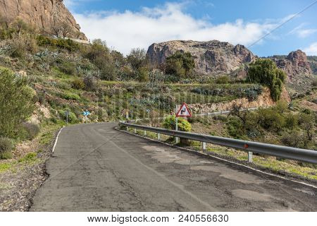 Street or roadway with curve in Gran Canaria with double curve road sign