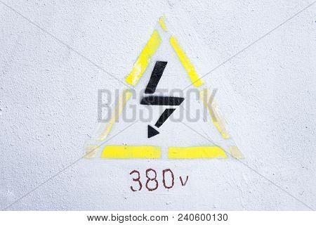 Yellow Note High Voltage 380 Volt Jon Light Bacground