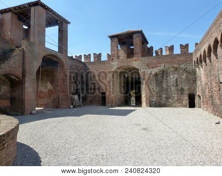 Castles Of Italy - View Of The Medieval Castle Of Soncino In The Province Of Cremona - Italy 72