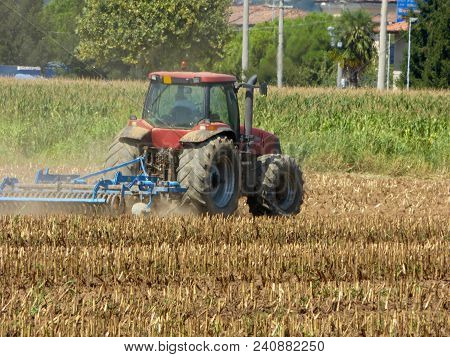 21 August 2017-castegnato-franciacorta-brescia-lombardy-italy-an Unidentified Peasant Plow His Land