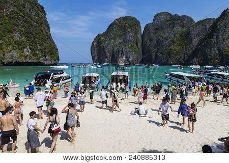 03/02/2018. Island Ko Phi Phi Le ( Ko Phi Phi Leh ), Krabi Province, Thailand. Maya Bay. Many Touris