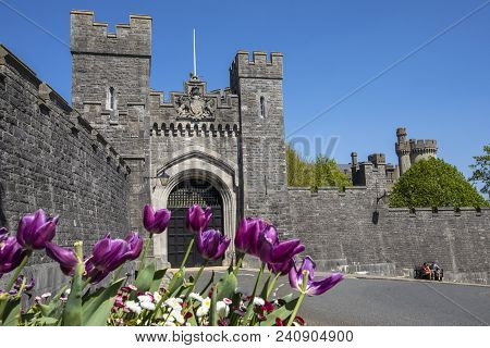 Arundel, 5th May 2018: A View Of A Gateway And The Exterior Surrounding Wall Of Arundel Castle In Th