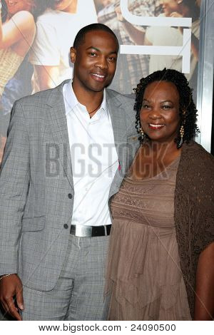 LOS ANGELES - OCT 3:  Ser'Darius Blain, Mom arriving at the