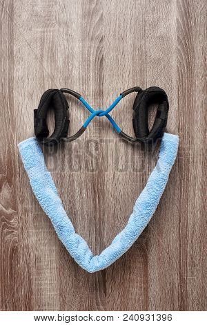 Heart-shaped Sporty Equipment: Twisted Towel And Elastic Expander