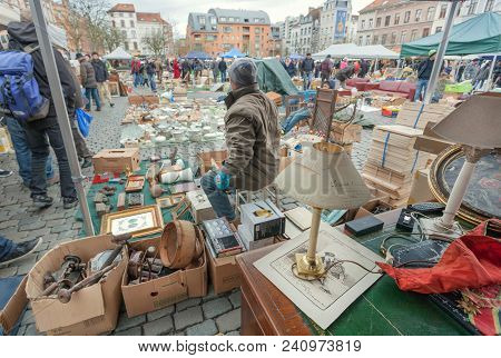 Brussels, Belgium - Apr 3: Sellers Of Flea Market And Bargains And Antique Stuff In Mess Of Vintage