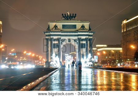 Moscow, Russia - December 15, 2019: The Triumphal Arch On Kutuzovsky Prospekt In Moscow. Autumn Rain