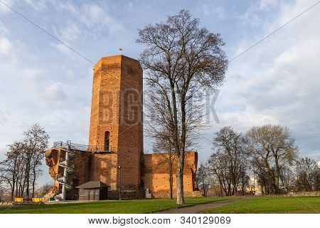 Kruszwica, Kujawsko Pomorskie / Poland - December, 17, 2019: Ruins Of The Late Gothic Castle With Th