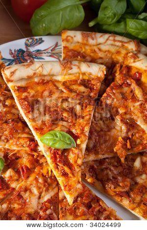 sliced margerita pizza