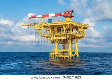 Offshore Oil And Gas Wellhead Remote Platform Produced Raw Gases And Crude Oil For Sent To Central P