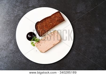 Chicken Liver Pate With Blackcurrant,fig Sauce And Toasted Bread