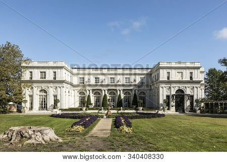 Newport, Rhode Island - Sep 23 , 2017: Exterior View Of The Historic Marble House In Newport Rhode I