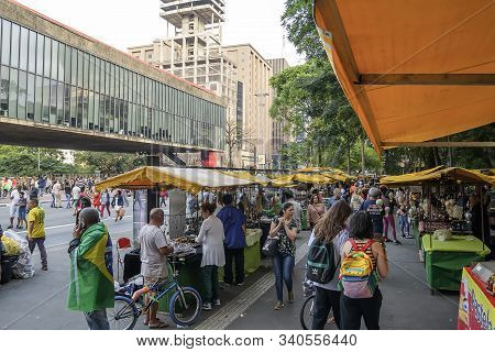Sao Paulo - Sp, Brazil - November 17, 2019: People At The Street Fair That Happens On Sundays In Fro