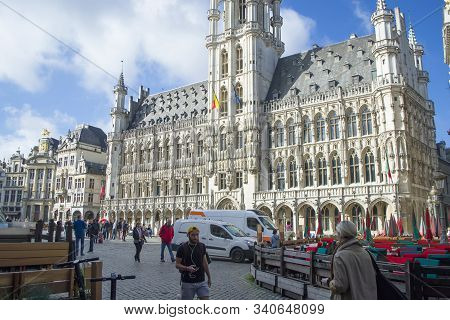 Brussels, Belgium - 6th June, 2019: The Town Hall French: Hotel De Ville, Dutch: Stadhuis Is The Cen