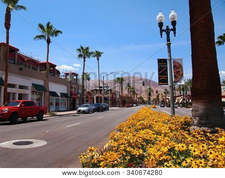 Palm Desert, Ca - July 16, 2018: A Street Scene In The Middle Of The Popular El Paseo Shopping Distr