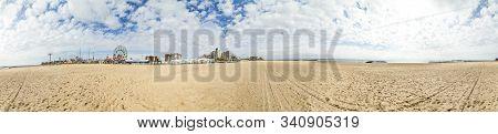 New York, Usa - Oct 25, 2015: Luna Park At Horizon At Coney Island Beach. The Luna Park Was Built In