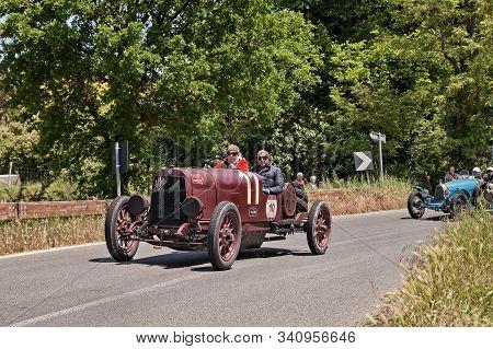 Colle Di Val D Elsa, Si, Italy - May 17, 2014: Alfa Romeo G1 (1921) In Classic Car Race Mille Miglia