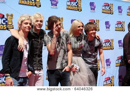 LOS ANGELES - APR 26:  R5 - Ross Lynch, Riker Lynch, Rocky Lynch, Rydell Lynch, Ellington Ratliff at the 2014 Radio Disney Music Awards at Nokia Theater on April 26, 2014 in Los Angeles, CA