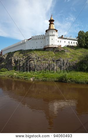 The first buildings of the Kremlin are in 1598, when the 25-meter rocky shore tours put a number of huts. Fortress expanded and rebuilt, but in 1700 was completely burned. After this began to erect stone buildings. poster