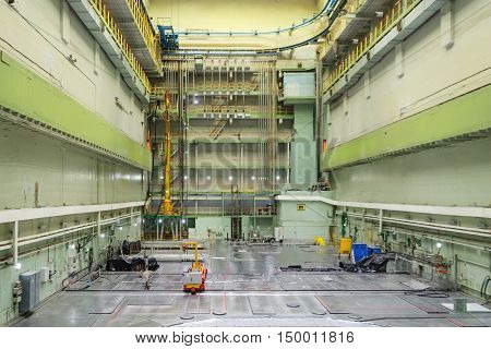 Reactor room RBMK. Massive reactor lid, equipment maintenance and replacement of the reactor fuel elements.