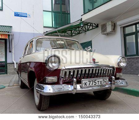 Nizhny Novgorod, Russia. - May 20.2016. Restored Vintage Car Volga Gaz-21 In The Yard Of A House.