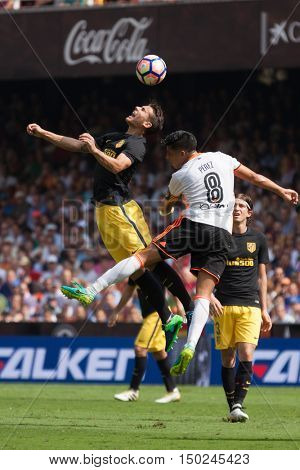 VALENCIA, SPAIN - OCTUBER 2nd: (L) Lucas (R) Enzo Perez during Spanish soccer league match between Valencia CF and Atletico de Madrid at Mestalla Stadium on Octuber 2, 2016 in Valencia, Spain
