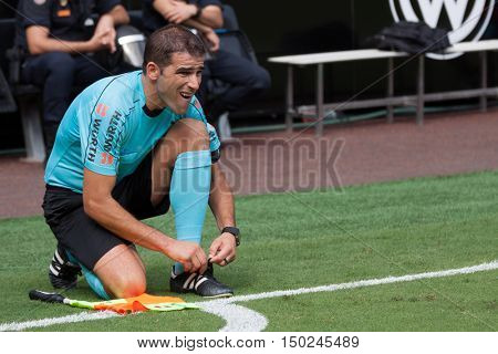 VALENCIA, SPAIN - OCTUBER 2nd: Referee during Spanish soccer league match between Valencia CF and Atletico de Madrid at Mestalla Stadium on Octuber 2, 2016 in Valencia, Spain